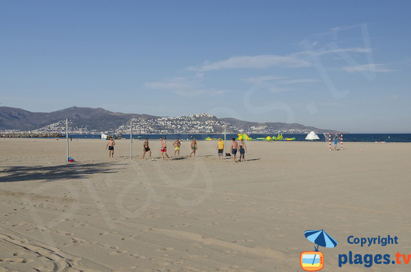 Beach volley sur la plage d'Empuriabrava
