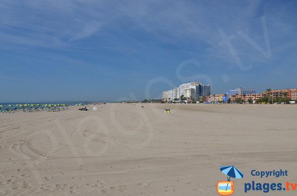 Photo de la plage du centre d'Empuriabrava en Espagne