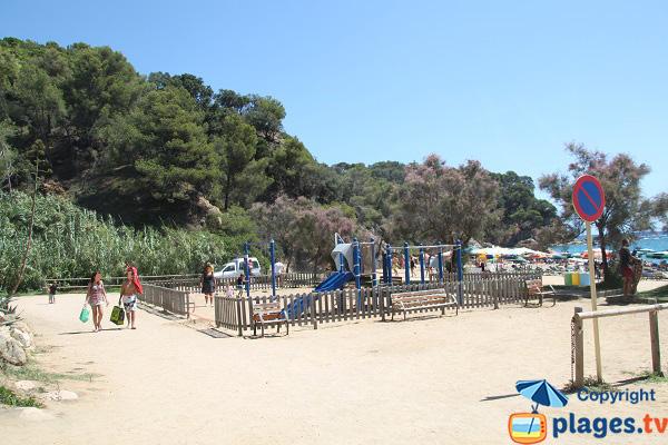 Aire de jeux pour les enfants sur la plage de Lloret de Mar