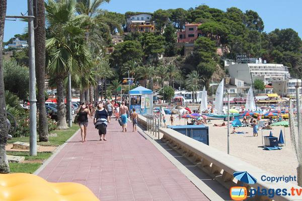 Promenade piétonne le long de la plage centrale de Lloret de Mar