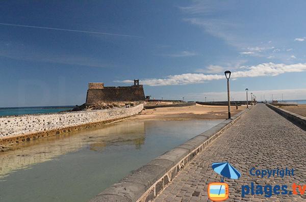 Photo de la plage du chateau de San Gabriel à Arrecife - Lanzarote