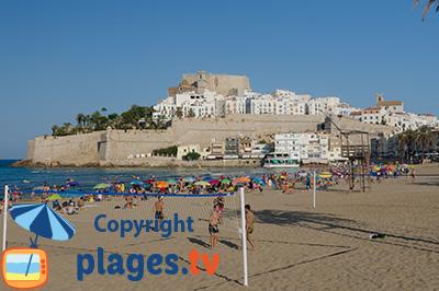Château et plage de Peniscola en Espagne