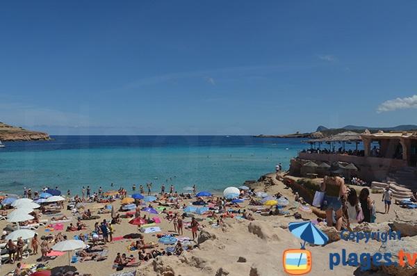 Rochers autour de la plage Comte à Ibiza