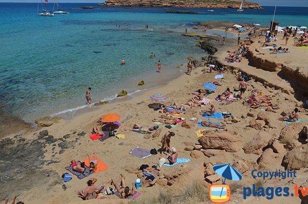 Falaises autour de la plage Comte à Ibiza