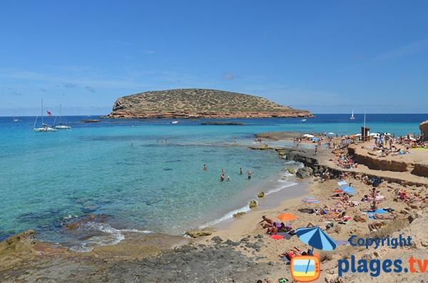 Baignade à la plage Comte à Ibiza