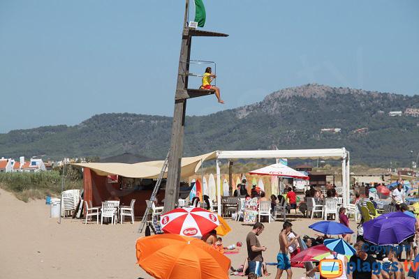 Paillote sur la plage de Pals en Espagne