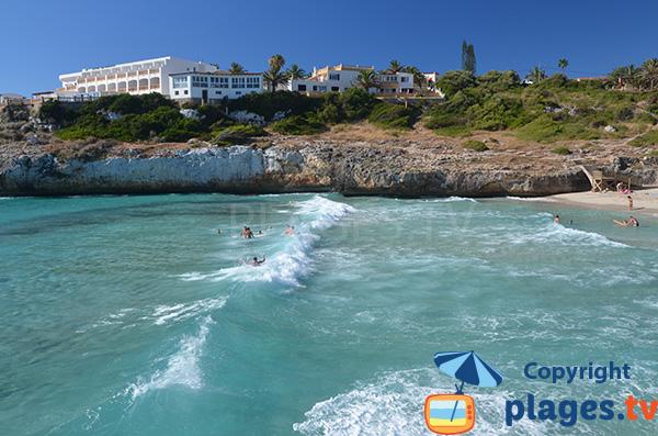 Vagues sur la plage de Domingos Petits à Cala Tropicana