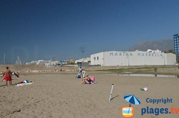 Port de Bajadilla côté plage d'El Cable - Marbella