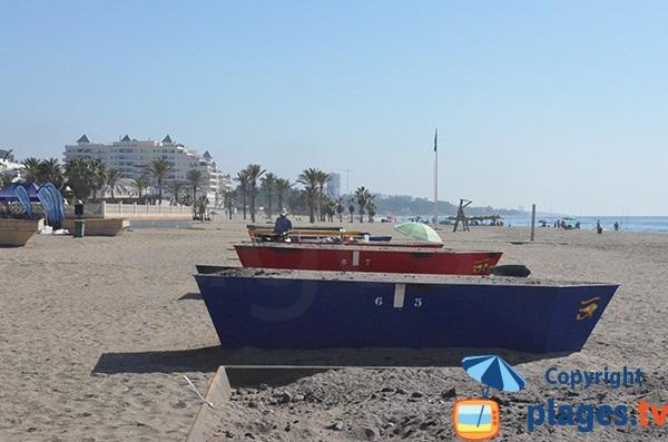 Bateau barbecue sur la plage d'El Cable à Marbella