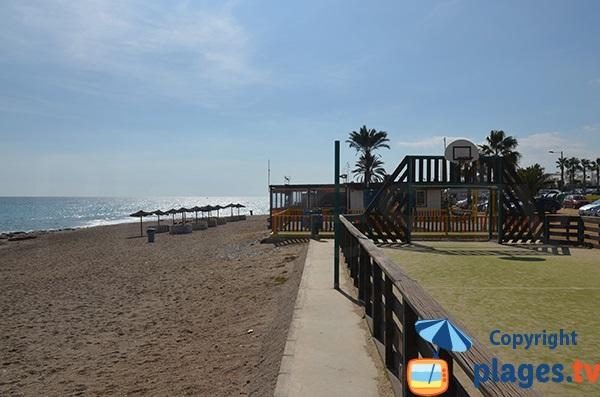 Restaurants et jeux sur la plage El Descargador - Mojacar