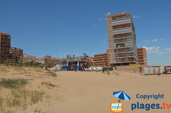 Chiringuito sur la plage de Elche à Los Arenales del Sol