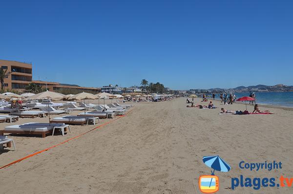 Photo de la plage d'En Bossa à Ibiza
