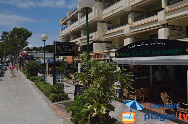 Restaurants à proximité de la plage de Es Carregador à Palmanova