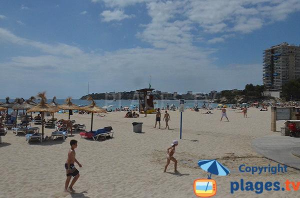 Poste de secours sur la plage de Es Carregador à Palmanova