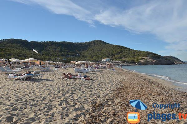 Côté nord de la plage Es Cavallet à Ibiza