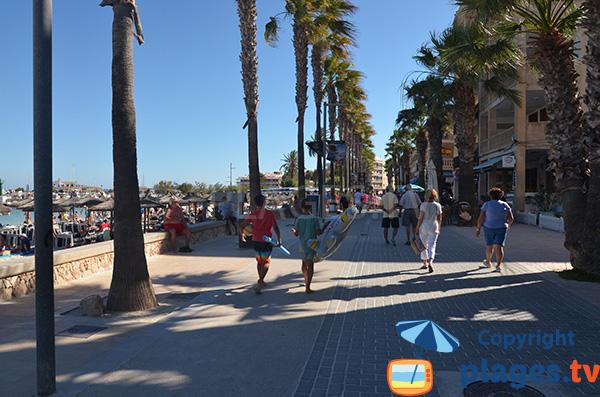 Promenade piétonne le long de la plage du Port - Colonia de Sant Jordi