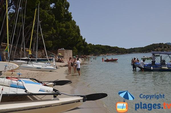 Centre nautique sur la plage de Formentor