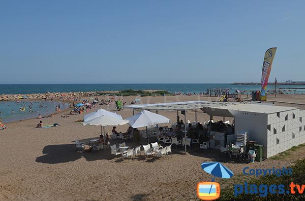 Animation sur la plage centrale de Vinaros en Espagne