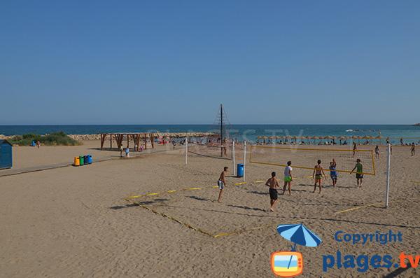 Terrains de beach-volley sur la plage du centre de Vinaros