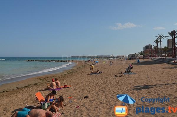 Belle plage de sable à Vinaros en Espagne