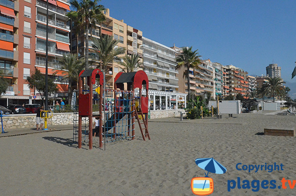 Aire de jeux pour les enfants sur la plage de Fuengirola