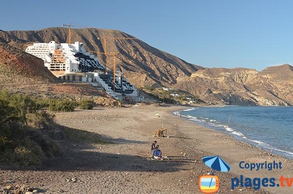 Hôtel fantome à Carboneras sur la plage de Galera - Algarrobico