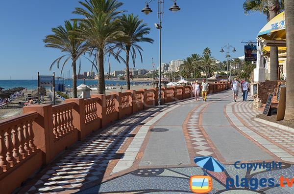 Promenade le long de la plage de Gaviostas - Benalmadena