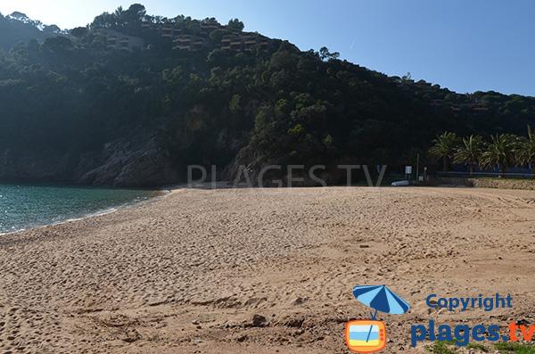 Extrémité de la plage de Cala Giverola à Tossa de Mar