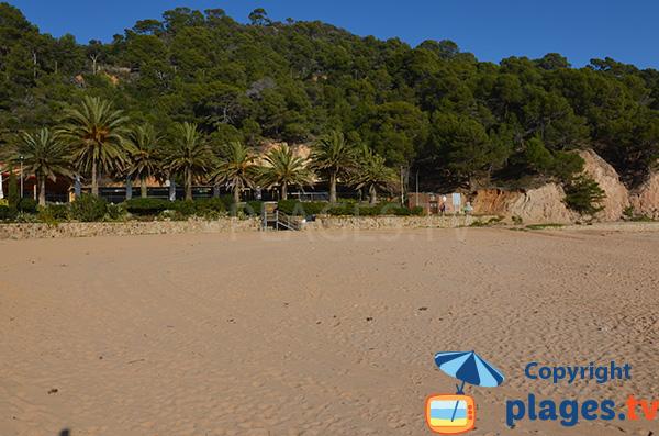 Restaurant sur la plage de Giverola à Tossa de Mar