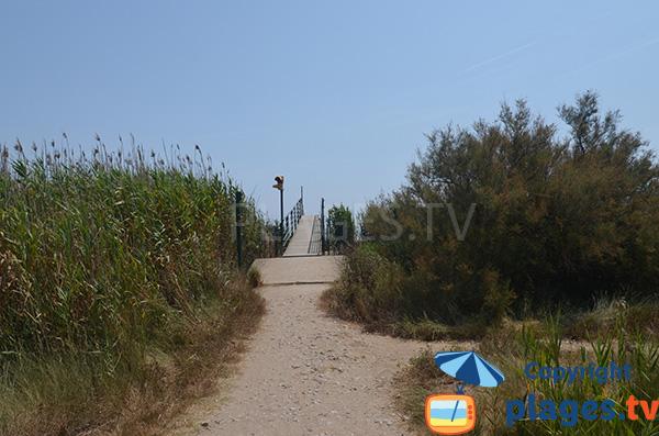 Accès à la plage de la Gola à Sant Pere Pescador