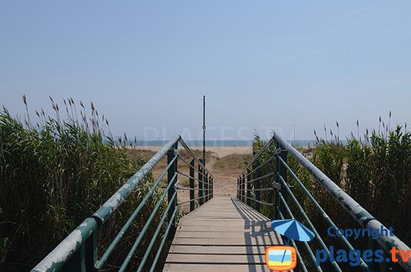 Pont sur la plage de la Gola à Sant Pere Pescador