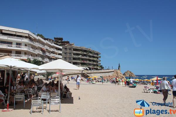Constructions autour de la plage centrale de Tossa de Mar - Espagne