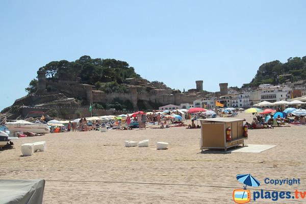 Plage à côté de la vieille ville de Tossa de Mar