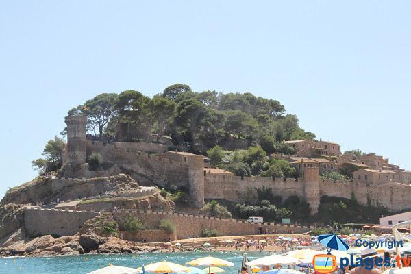 Citadelle de Tossa de Mar vue depuis la plage
