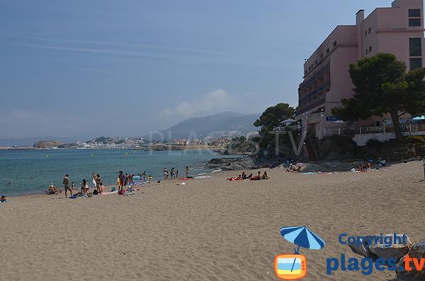 Côté droit de la plage de Grifeu à Llança - Espagne