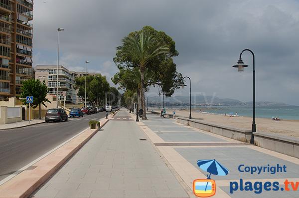 Promenade piétonne le long de la plage d'Heliopolis - Benicassim