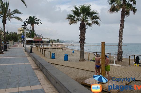 Promenade piétonne le long de la plage d'Heliopolis - Espagne