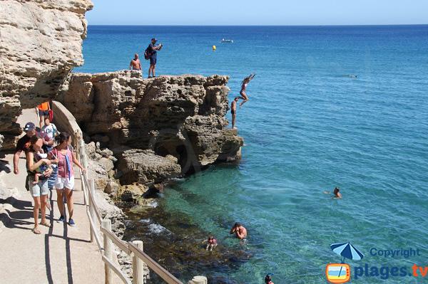 Plongeoir sur la plage d'Illa Roja - Begur
