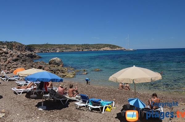 Plage au nord d'Ibiza en face de l'Illot d'Es Rencli