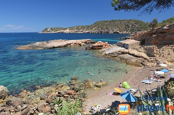 Photo de la plage de s'Illot d'Es Rencli à Ibiza