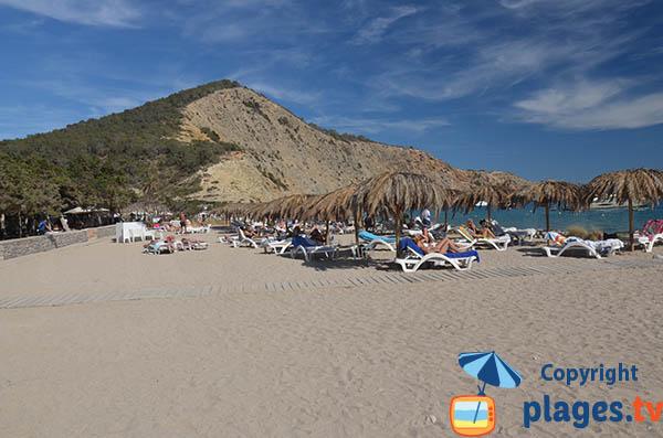 Plage de sable dans les zones privées de la plage Jondal - Ibiza