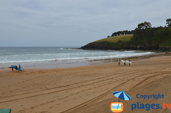 Plage pour le surf à Lekeitio dans le pays basque