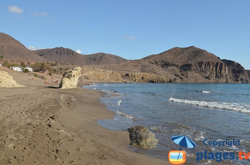 Belle plage dans le centre de La Isleta