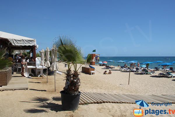 Plage naturiste avec restaurant à Arenys de Mar - Espagne