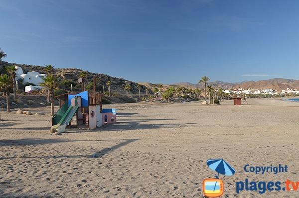 Aire de jeux sur la plage de Las Martinicas à Carboneras