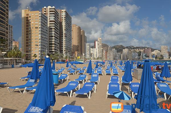 Gratte-ciel le long de la plage de Benidorm en Espagne