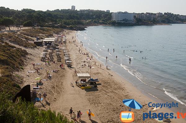 Plage privée sur la plage de Llarga à Salou