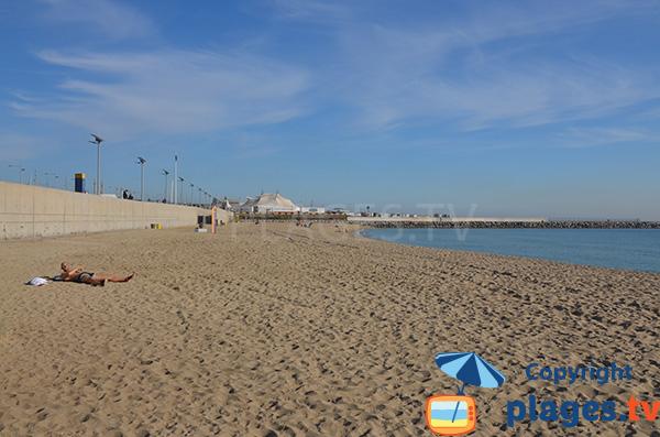Plage de sable au nord de Barcelone - Llevant