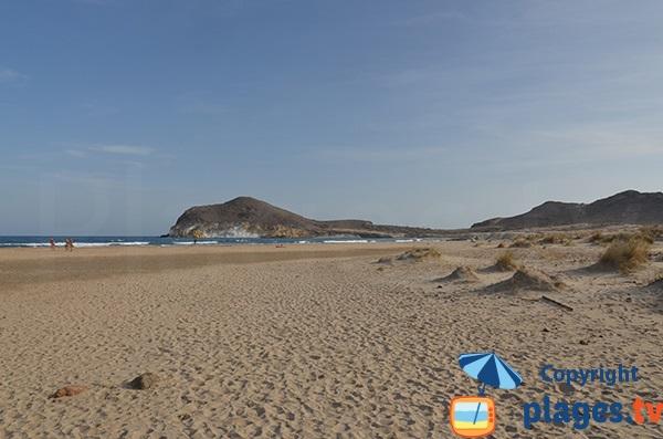 Plage avec des dunes à San Jose - Los Genoveses - Espagne