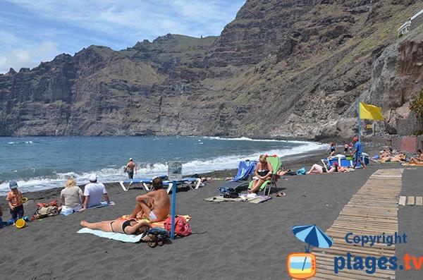 Photo de la plage de Los Guios à Los Gigantes à Tenerife